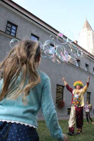 duże bańki mydlane klaun animator na wesele