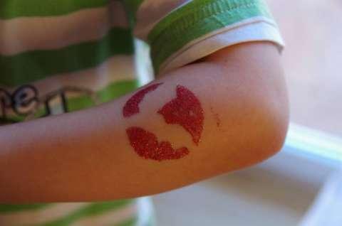 Tatuaż brokatowy na każdą okazję